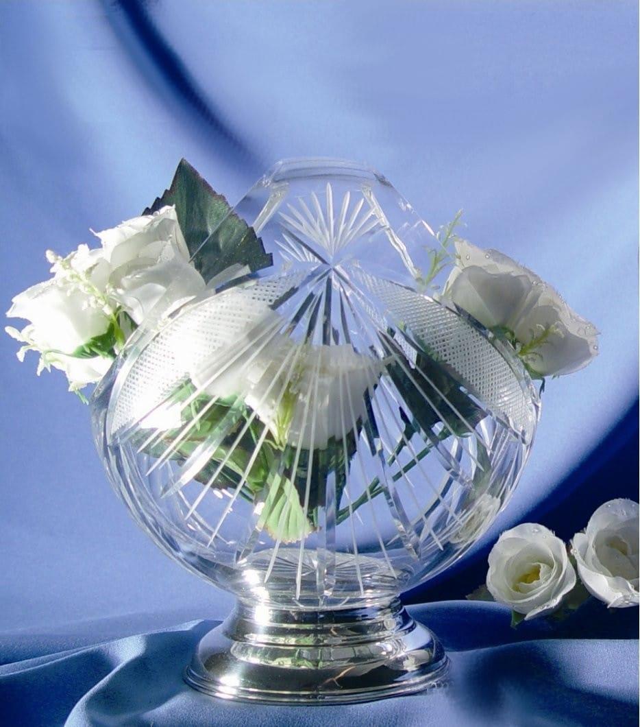 Basket-shaped vase with engraving (J8 design)