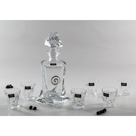 Liquor set. Quadro bottle and shot glasses.