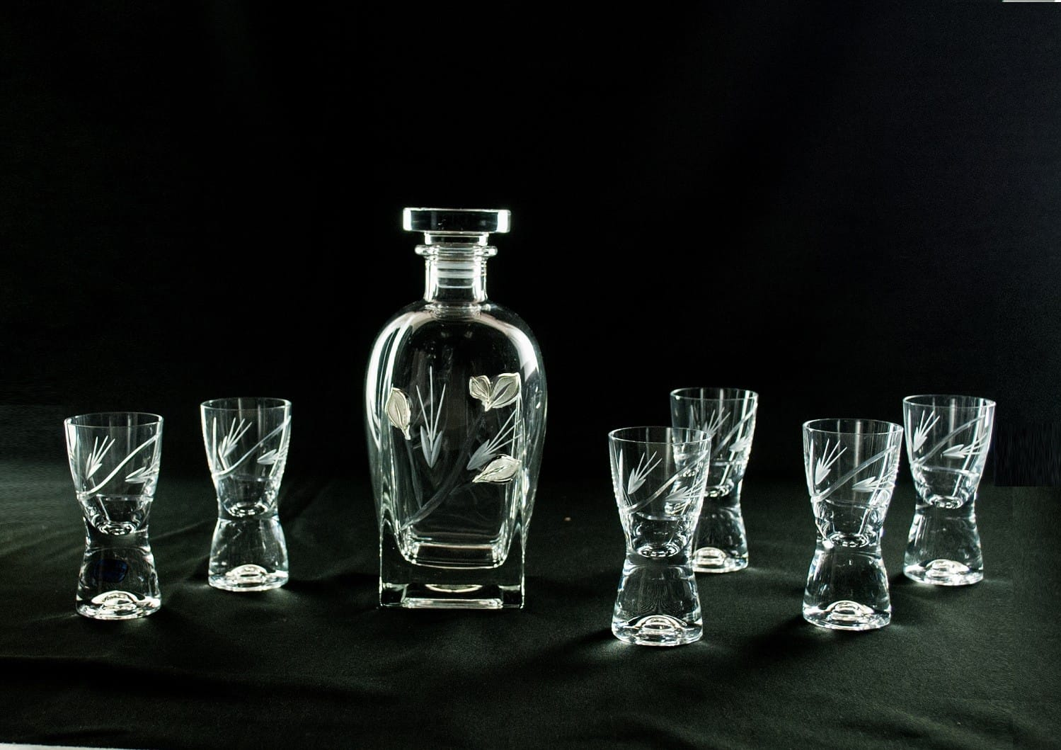 Liquor set. Rossini bottle and Samba shot glass (Petals)
