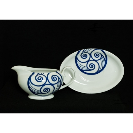 Porcelain sauceboat with saucer. Lua collection.