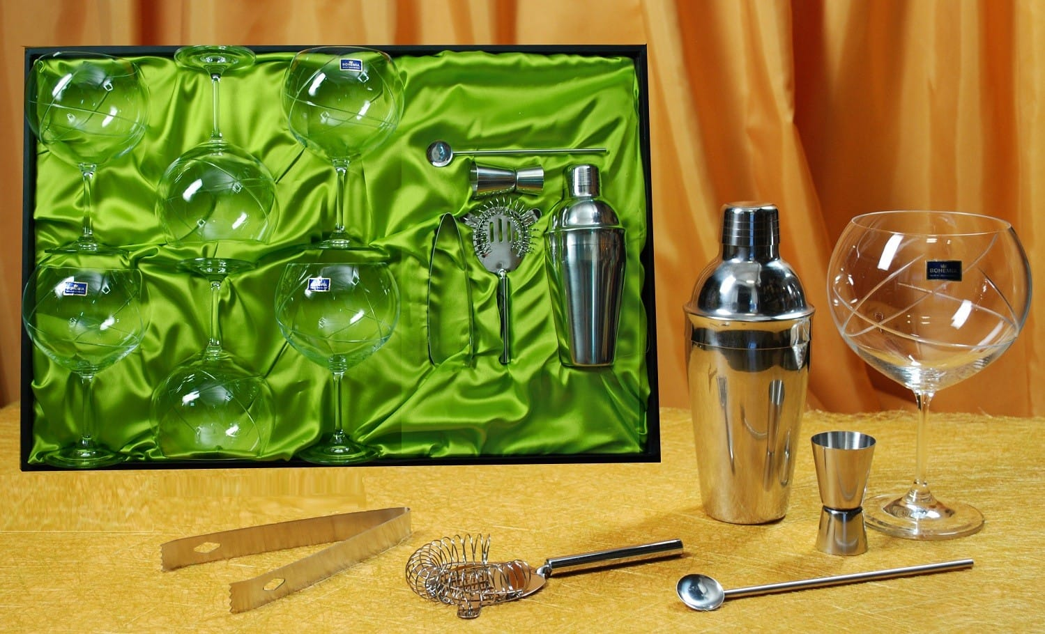 Gin and Tonic set. Six glasses (E5 engraving) and cocktail accessories