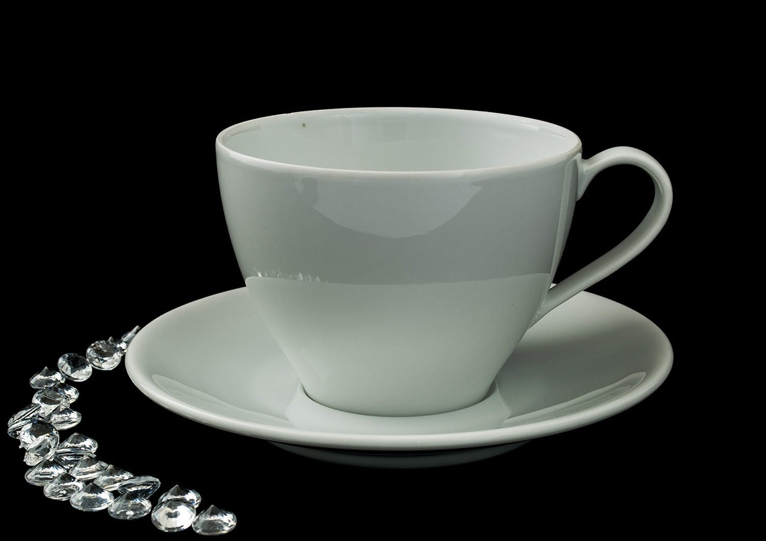 Volare design Mug with saucer. White collection.