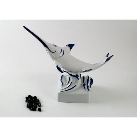 Figura de pez espada blanco y azul
