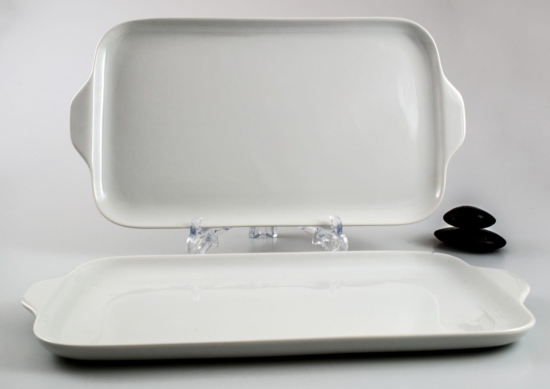 Porcelain platter Gracia. White collection.
