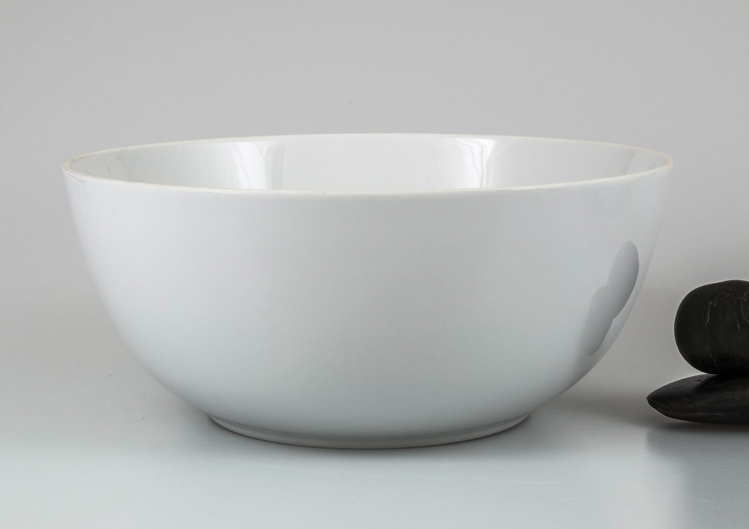 Ema serving bowl. White collection.