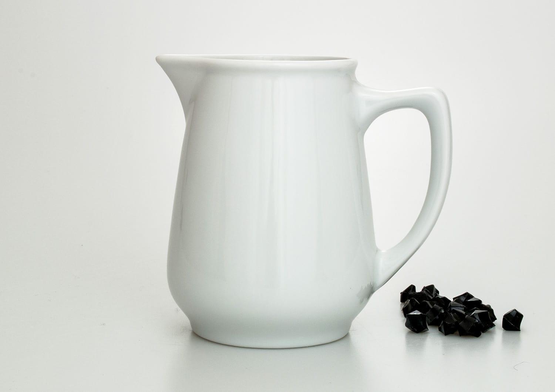 Gaspar milk pot. White collection.