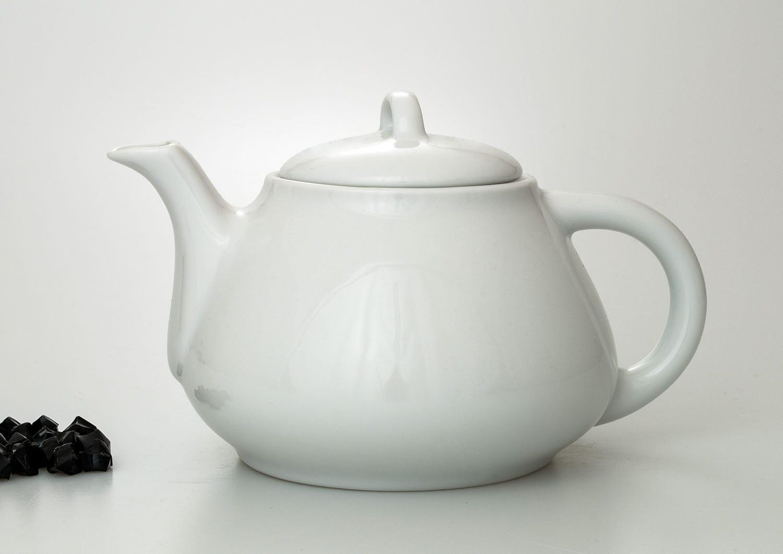 Gaspar teapot. White collection