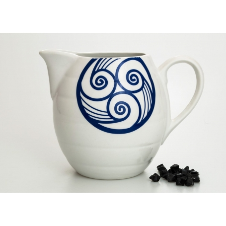 Barrel-shaped wine pitcher. Lua collection.