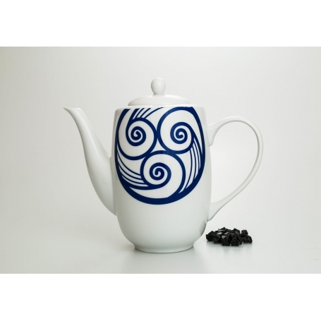 Straight coffee pot. Moments design, Celta collection.