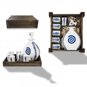 Seven-piece liquor set in wooden box. Lagoa design, Celta collection.