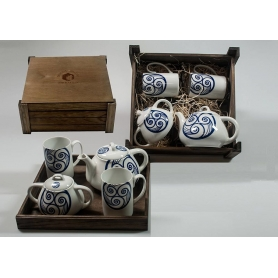 Four-piece tea set in wooden box. Ema Mug desing, Lua Collection