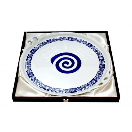 Round plate for cake in case. Celta collection.